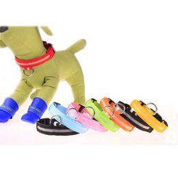guinzagli leggeri lampeggianti Sconti Guinzaglio collare per cani da compagnia in nylon a LED Night Safety S-XL Guaina lampeggiante al buio per cani di piccola taglia Collare guinzaglio per cani con collari di sicurezza a maniche lunghe BC BH0985