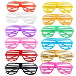 Alta Qualidade24 Pares De Plástico Moda Shades Óculos Óculos De Sol Óculos de Dia Das Bruxas Clube Adereços Cosplay (Cor Aleatória) de