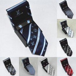 funky bögen Rabatt 2019 heißen Designer Krawatten Männer Seidenkrawatten Luxus Herren Krawatten Designer V Brief Krawatte mit Box Business Leisure für Geschenke