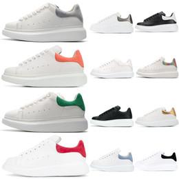 appartamenti a buon mercato Sconti Alexander McQueen mercato nuovo stilista di lusso uomo casual scarpe da ginnastica in pelle da uomo in pelle bianca scarpe comode scarpe casual di marca piatta