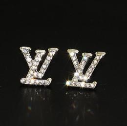 Boucles d'oreilles 18k en Ligne-Boucles d'oreilles de designer de luxe pour bijoux de femmes brillant couleur argent A + cristal lettre boucles d'oreilles avec diamant perle