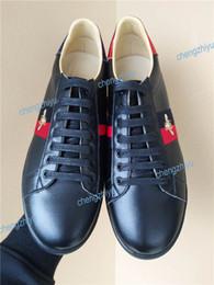 Argentina 2019 hombres mujeres zapatos casuales marcas de moda de lujo zapatillas de deporte de diseñador con cordones zapatos con cuero genuino de calidad superior abeja bordada cheap top fashion sport Suministro