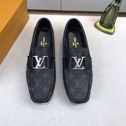 Diseñador de moda de lujo 2019 hombres zapatos de impresión de cuero genuino Botón de metal plano Guisantes zapatos de marca zapatos casuales alta calidad Con caja desde fabricantes