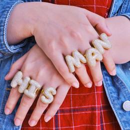 Finger-manschetten schmuck online-Luxus-Designer 18K Gold überzieht Iced Diamant A-Z Blase Brief Finger-Ring-Band der Frauen Männer Offenen Stulpring Hip Hop Schmuck Geschenk für Paare