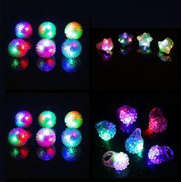 geführte geleeringe Rabatt 6 Art-Erdbeere, die LED blinkt, leuchten Spielwaren-Ring-Gastgeschenk-Versorgungsmaterialien-Glühen-Gelee, das Masse YH1811 blinkt