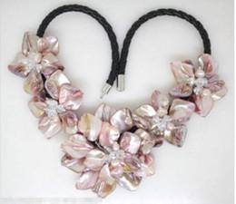 2019 hängende mutter perle china reizend Schöne rosa Perlmutt Mutter von Kristall-Perlen Blume Halskette rabatt hängende mutter perle china
