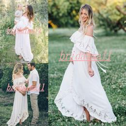 Vestidos de noiva para gravidez curta on-line-Off Ombro Grávida Vestidos De Casamento 2019 Alta Baixa Praia Boho Vestidos De Noiva Com Botões de Maternidade Vestido de Noiva Curto Robe de mariée