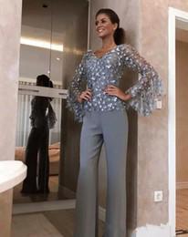 2019 vestiti di pantaloni grigi Elegante grigio argento pizzo madre della sposa pantalone abiti da sposa sposo abito 3d floreale appliqued maniche lunghe abito formale indumento sconti vestiti di pantaloni grigi