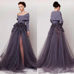 Vestidos azzi osta online-Azzi Osta Off Shoulder 2019 vestidos de noche hechos a mano de flores de manga larga lado dividir tul vestidos de baile moda tren de barrido BA4301