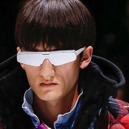1327a39c9ce7b Marca Designer New 2019 Quadrado Cat Eye Sunglasses Mulheres homens Óculos  de Sol para as mulheres Homens Modernas lentes de Prata