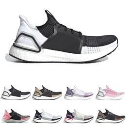 Nuovo arrivo ultra boost ultraboost 19 scarpe da corsa per uomo donna Oreo  REFRACT True Pink uomo trainer sneakers sportive traspiranti sconti mens  boost 71ecf0bf362