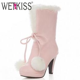 Белые короткие ботинки для платформы онлайн-Оптово-Большой размер 34-43 Sweet Fur Ball Top узел Теплые белые меховые сапоги Высокие каблуки снегоступы для женщин на платформе короткие сапоги Зимняя обувь