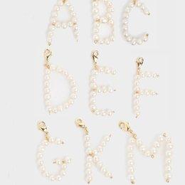 2019 nombre alfabetos Perlas naturales de agua dulce Perla Nombre inicial de la Joyería DIY personalizado 26 A-Z Alfabeto Inglés Letra colgante para hacer joyas bedels