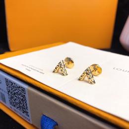 mosca coleção Desconto Coleção de jóias Designer Brincos V Brincos Do Parafuso Prisioneiro de Ouro 18 K Pérola Voadora Plugue de Orelha 2019 Acessórios de Moda de Luxo Superfície De Corte Polishi