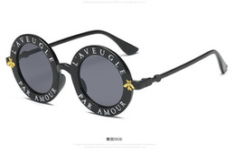Argentina Gafas de sol redondas Letras inglesas Little Bee Gafas de sol para Hombres Mujeres Marca Gafas Diseñador Moda Hombre Mujer envío gratis cheap letters sunglasses Suministro