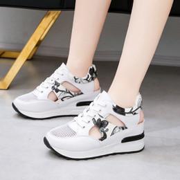 корейская мода клин обувь Скидка FRALOSHA повседневная Сетка дышащая Женская обувь корейский Спорт дамы Клин сандалии мода летняя платформа сандалии