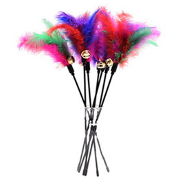Cat Toys Soft Colorful Cat Feather Bell Rod Juguete para gatos Gatito Divertido jugando Juguete interactivo Mascota gato Suministros desde fabricantes