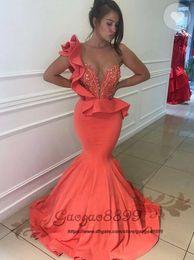 Vestido tamanho laranja on-line-2019 nova laranja sereia vestidos de baile Abendkleider trem de varredura sexy com zíper feito sob encomenda Ruched Jóia pescoço frisado cristal plus size