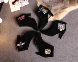 Carta de Luxo de alta Qualidade Cobra Botas Curtas de Salto Alto Preto Pele De Couro Moda Mulher Bordado Abelha Botas de Tigre Com Caixa de Fornecedores de saltos de tigre