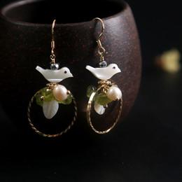 2019 flor de plata mate Pendientes colgantes de flores de concha real Pendientes hechos a mano de perlas blancas de piedra verde natural