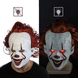 Clown di partito online-Film Stephen King's It 2 ​​Cosplay Pennywise Clown Joker Mask Tim Curry Mask Cosplay Halloween Party Props Maschera LED