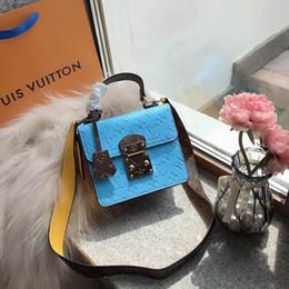 Spring Street Diseñador de lujo para mujer Bolsos de hombro pequeños Negro Rojo Azul Brillante Bolsos de cuero 2019 Señora Moda Bolso de cadena Vestido de totalizadores desde fabricantes