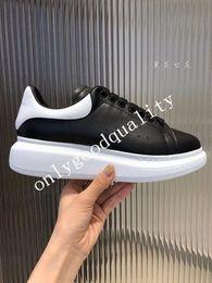 2019 women s leather sneakers Neue Saison Designer Schuhe Mode Luxus Frauen Schuhe Herren Leder Lace Up Plattform Übergroße Sohle Turnschuhe Weiß Schwarz Freizeitschuhe günstig women s leather sneakers