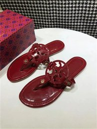 Sandalias de niña de diseñador online-Diseñador CALIENTE Sandalias Tory Clásico Cómodo Lujo Flip Flop Multi Color Best Selling Girl Diapositivas Para Mujer Diapositiva Tamaño 35-43