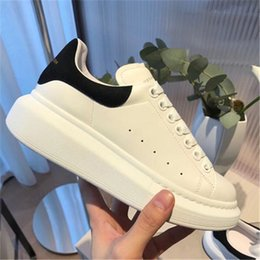 New Release Marca Mqueen Donne oversize regine Ultra MC Sneakers Piattaforma in pelle Low Cut Homme Femme Scarpe Donna Scarpe casual da