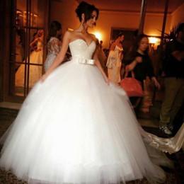 abiti da regina moderni Sconti Pizzo bianco con paillettes, cerniera posteriore, cintura, papillon, scollo a cuore, abito morbido per l'abito da sposa 2017