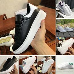 Arte de terciopelo negro online-Negro Blanco Plataforma Clásico Zapatos casuales Deportes ocasionales Zapatillas de skate para hombre Zapatillas de deporte para mujer Terciopelo Heelback Vestido Zapato Deportes Tenis