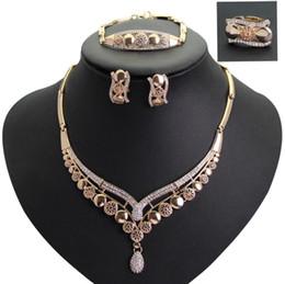 Piccoli spille di cristallo online-gioielli di design piccoli gioielli tondi insiemi orecchini di cristallo collane bracciali spille per le donne colorate moda semplice caldo