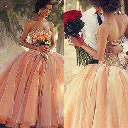 Vestito arancione sexy dalla ragazza online-Abito arabo Quinceanera arabo Dubai per abito da ballo per ragazza di 15 anni senza spalline con collo arricciato Abito da cappella Quinceanera
