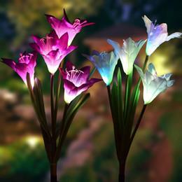 2019 estacas solares Luces de estaca solar al aire libre del jardín con la flor del lirio de 4 Multi-color cambiante llevó luces solares de estaca para jardín Patio del patio trasero estacas solares baratos