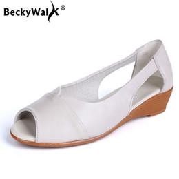 sandali neri cunei bianchi Sconti Sandali concisi neri bianchi Scarpe casual in vera pelle per donna Estate Comodi sandali con tacco basso Sandali con zeppa Donna WSH3370
