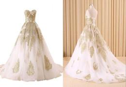 d1dcf43a6d7 2019 weiße kleider preiswerter preis Mode Weiß Und Gold Spitze Brautkleider  Ballkleid Billig Preis Großhandel Designer