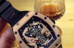2019 relógios de pulso de padrão Marca de moda de Luxo Mens Watch Rose Gold Dragão Inoxidável Padrão Phoenix Esqueleto Rosto Automático Mecânico À Prova D 'Água Homens relógio de Pulso tags relógios de pulso de padrão barato