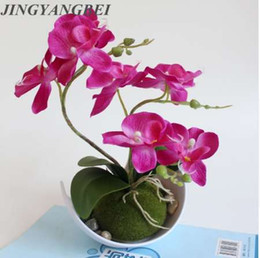 Piante di fiori di orchidee online-Artificiale Farfalla Orchidea Piante in vaso di seta Fiore con vasi di plastica muschio Casa Balcone Decorazione vaso set da sposa Decorativo
