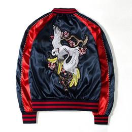 Chaquetas bordadas de seda online-2019 chaqueta de otoño tendencia de moda cómodas parejas chaqueta grúa bordada satén de seda SA-8