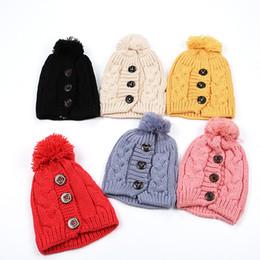2019 bottoni di cappelli di beanie delle donne Cappello da sci caldo da donna Cappellino lavorato a maglia Moda Inverno Protezione dell'orecchio Bottone attorcigliato Cappellino da sci morbido esterno T2C5104 sconti bottoni di cappelli di beanie delle donne