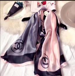 Canada Les écharpes en soie de la nouvelle marque conçues par les stylistes de haute qualité chez Royal Spring pour femmes en 2018 sont le style à la mode des femmes. s Offre