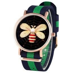 Mix relógios coloridos on-line-Relógio de pulso de quartzo de análogo de quartzo de moda único Relógio de relógio de quartzo de análogo de cor misto para mulheres Relógio de pulso de néon de mulheres com padrão de abelha
