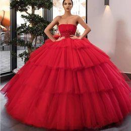 Gonne rosse per le ragazze online-Partito 2020 Red pannello esterno a file di sfera gonfi principessa Quinceanera Prom Indossare applicazioni di perline spettacolo della ragazza abiti dolci 15 Abiti