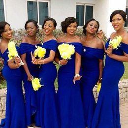Vestido negro de boda real online-Vestidos de dama de honor de color azul real africano Sirena 2019 fuera del hombro Longitud del piso Vestido largo de dama de honor de niña negra para vestidos de invitados de boda