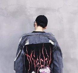 männer grau jacke denim Rabatt Oversize-Denim-Jeans-Jacke Men Grau Farbe Herbst Mens Loch Harajuku Jacken Jeans Hip Hop Jeans Jacke Männlich