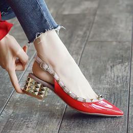Zapatos de las sandalias de la marca de lujo de diseño para mujeres, talones de mediana zapatos de la señora, zapatos remaches vestido adornado de alta calidad tamaño dedo del pie acentuado 34-41 WPS110 desde fabricantes
