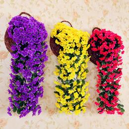2019 flores violetas artificiais Artificial violeta Videira Seda Guirlanda De Flores Pendurado Cestas Plantas de escritório Em Casa Ao Ar Livre Do Casamento Arch Jardim Decoração Da Parede 110 cm desconto flores violetas artificiais