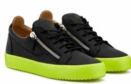 Scarpa casuale mens zip online-Designer ZIP Sneakers Da donna Uomo Nero Bianco Rosso Scarpe in vera pelle con cerniera Scarpe casual piatte Taglia 35-47