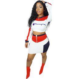 tuta sportiva lunga casual Sconti Color Match Champions Emboidery Letters Tuta da donna Outfit manica lunga Pullover Crop Top + Dress Skirt 2pcs / Set Moda Sportswear B3041