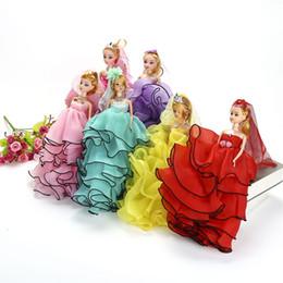 2019 cor loira Vestido de casamento Boneca Dos Desenhos Animados Bonecas Terno Crianças Presentes Gaze Borda Preta Cabelo Louro Originalidade Multi Color 7 2jx F1 desconto cor loira